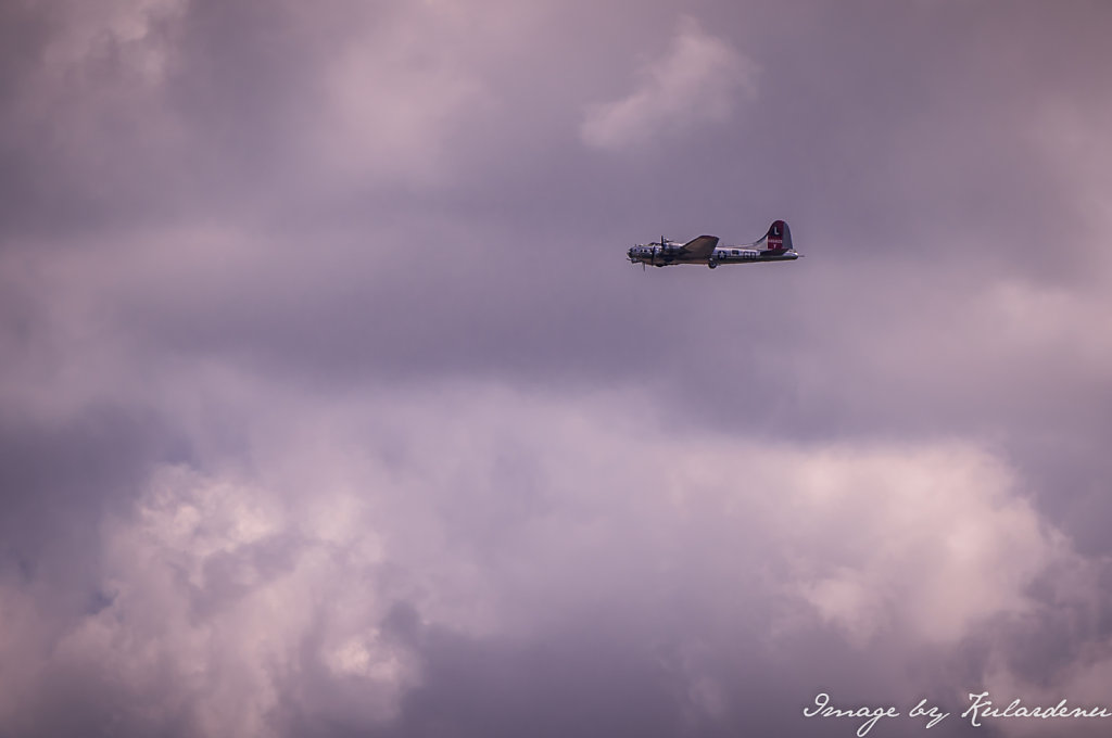 Red-Tail-Bomber-over-Owosso-Train-Planes-and-Automobile-Expo-22th-June-2014-2.jpg